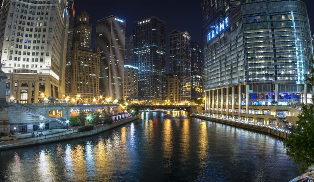 he Chciago River runs through downtown Chicago dividing the business district on the left from the River North Gallery District on the right.